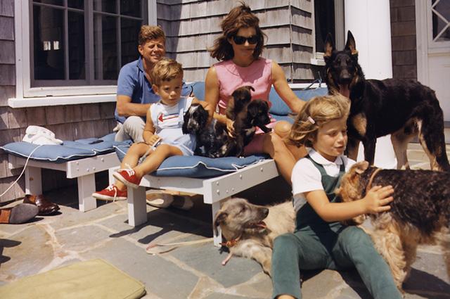 Джон Кеннеди с семьёй. 14 августа 1963 года