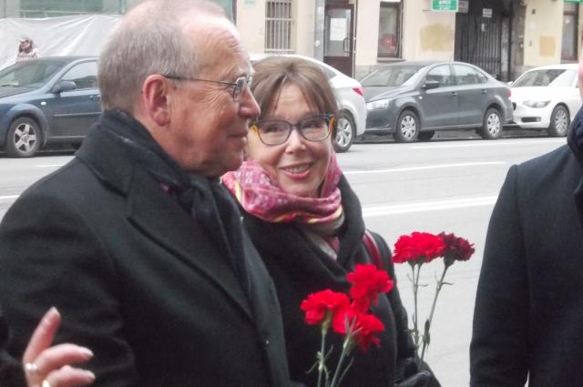 Евгения Симонова со своим братом Юрием Вяземским в Санкт-Петербурге