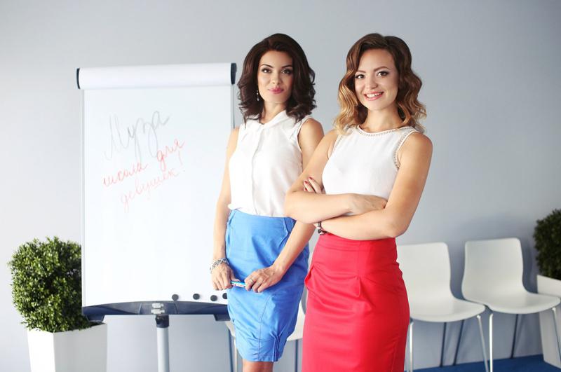 У таких красавиц учиться одно наслаждение. Ольга Петерс (слева) и Ольга Коннова.