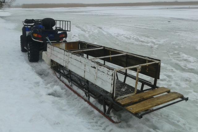 Вот такую конструкцию соорудил калининградец, чтобы доставлять рыбаков.
