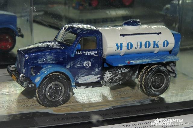 Автоцистерна с молоком передает ощущение зимнего мороза.