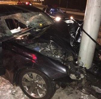 Водитель не справился с управлением и врезался в электроопору.