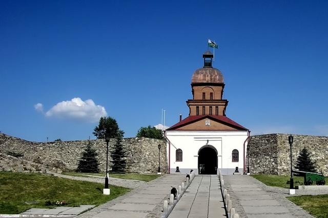 Кузнецкая крепость, построенная в 1800-1820 годах по распоряжению императора Павла I, является историческим и архитектурным памятником федерального значения.