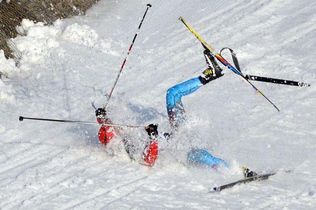 Антон Гафаров на дистанции полуфинального забега индивидуального спринта в соревнованиях по лыжным гонкам среди мужчин