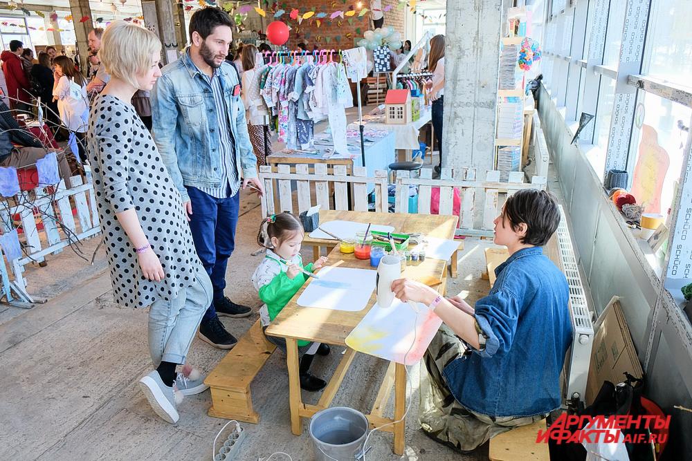 В ярмарке участвуют дизайнеры и шоурумы из разных городов России.