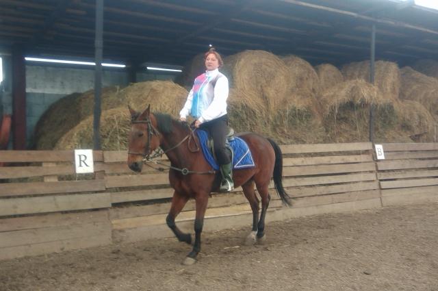 Некоторые конники любят лошадь всем сердцем, а другие любят подчинять животное.