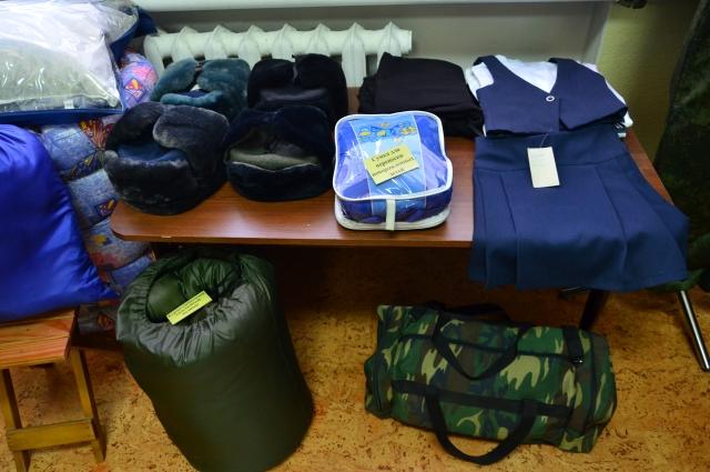 Шьют в колониях одежду, обувь, сумки и даже переноски для детей.