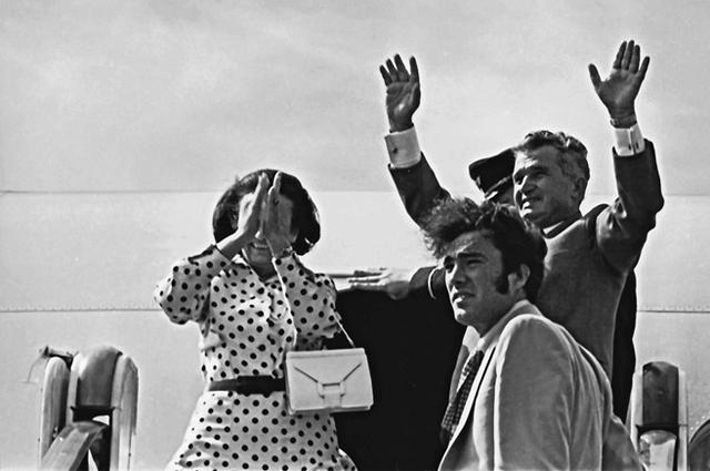 Нику с родителями в аэропорту Кишинева, 1976 год.
