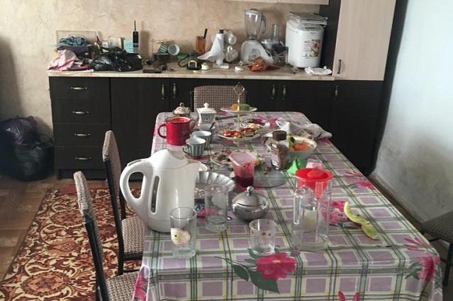 Несмотря на отсутствие инфраструктуры и непонятные перспективы, мурзабековцы стремятся создать уют в своих домах.