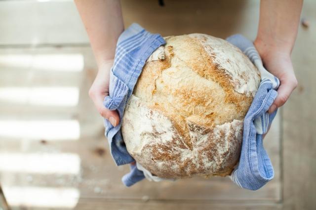 Бездрожжевой хлеб готовится намного дольше.