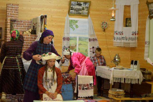 В малокомплектных сельских школах отмечают национальные праздники.