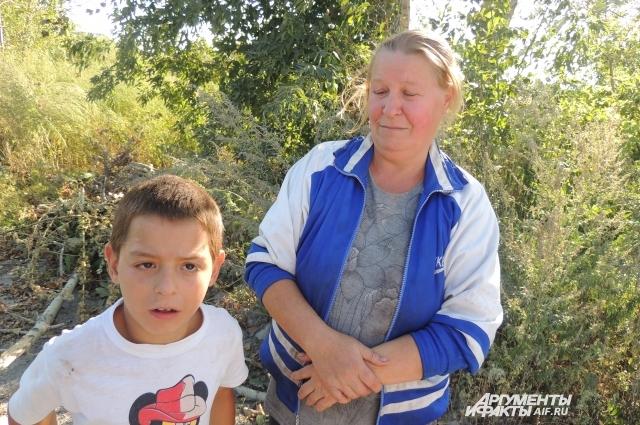 Бабушка Данилы признается: в интернат для детей-инвалидов добираться настолько трудно, что ребенок иногда пропускает занятия, особенно зимой.