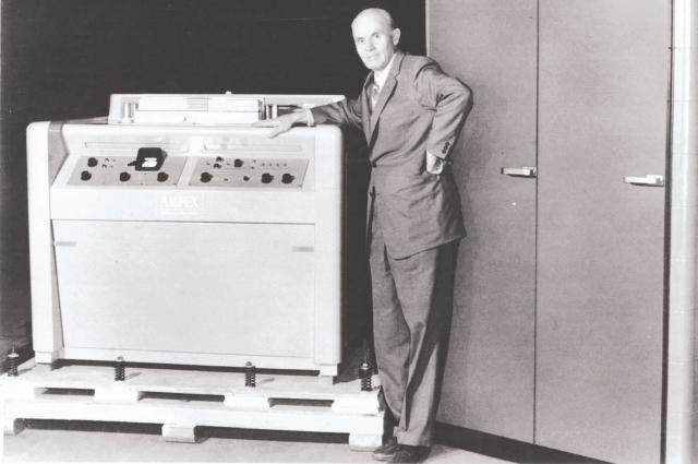 Александр Понятов и созданный им первый в мире видеомагнитофон.