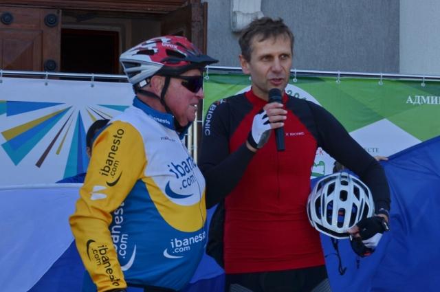 Постоянные участники велопробегов пенсионер Геннадий Фоменко и предприниматель Сергей Ольховский (справа).