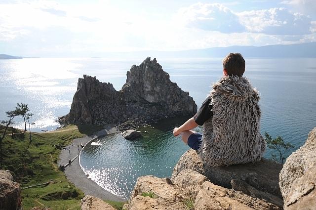 Максим считает, что нельзя отказывать иностранцам чистить берега Байкала.