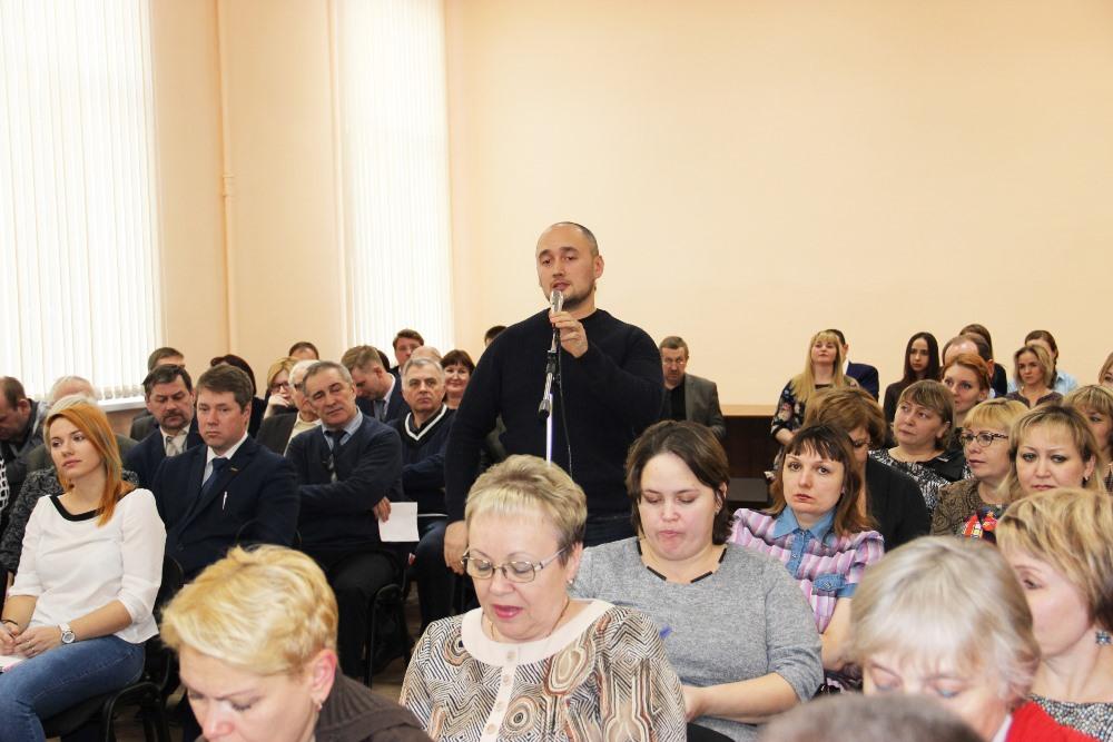 Во время встречи сотрудники ММЗ задали вопросы главе Роскосмоса.