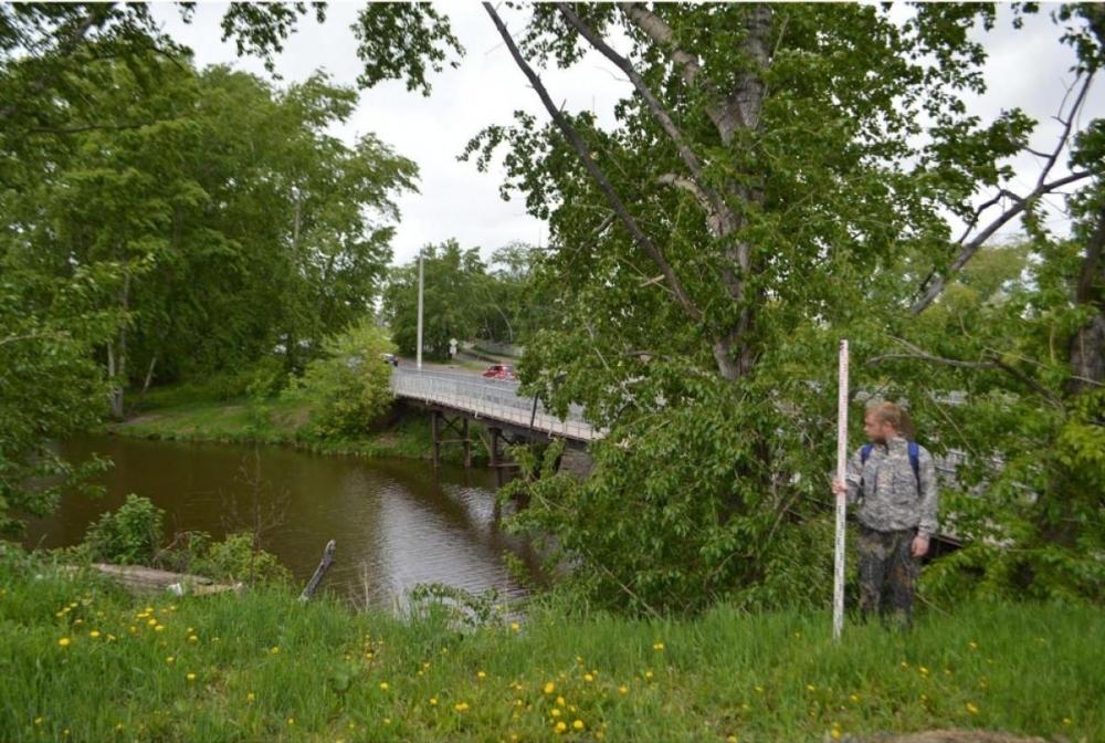 Новый памятник археологии был найден у автомобильного моста через реку Арамилка.