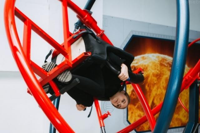 Также есть возможность испытать космические тренажеры настоящий астронавтов.
