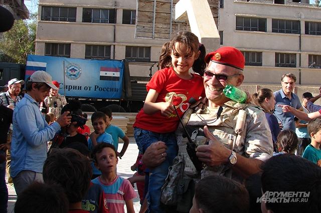 Российскую военную полицию вся Сирия узнаёт по красным беретам.