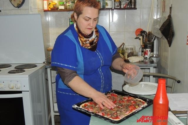 Ольга готовит пиццу