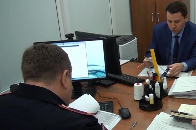 В пункты приема заявлений мобилизовали сотрудников ФМС со всей Ростовской области.