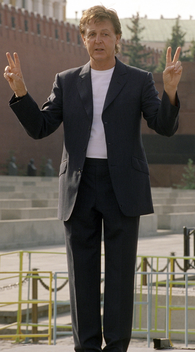 Легендарный певец и композитор Пол Маккартни в Москве на Красной площади. 2003 г.