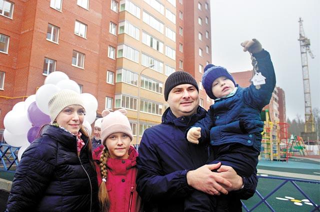 Десятки семей получили квартиры в двух новостройках.