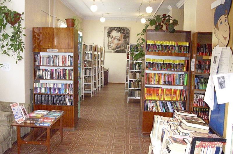 Ассортимент библиотек наполнен популярной художественной литературой. Трудов Маркса здесь нет