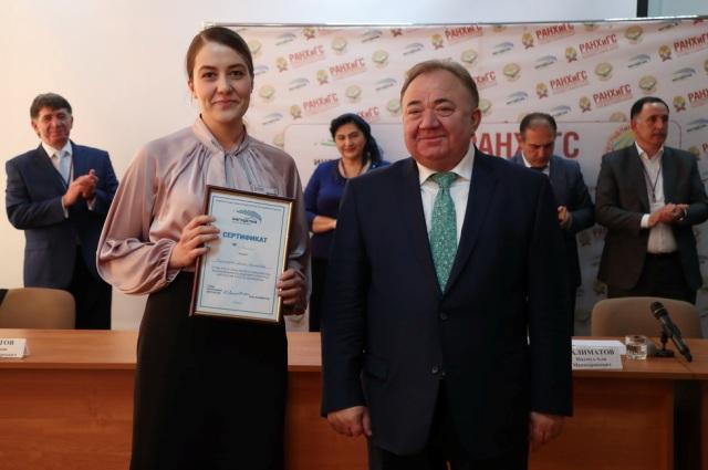 Махмуд-Али Калиматов поздравил финалистов.