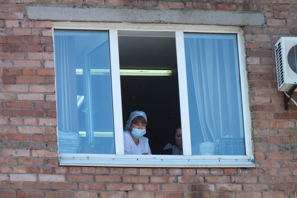 Праздник видно даже из окон и врачам и пациентам.