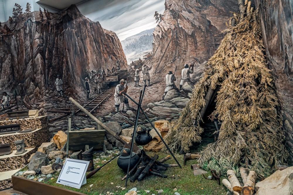 Примерно в таких условиях жили и работали простые строители Транссиба.