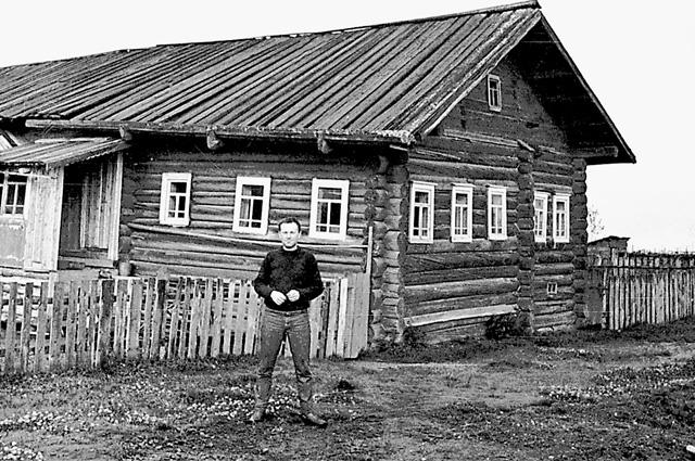 В этом доме (1964-1965 гг.) и жил поэт, лауреат Нобелевской премии