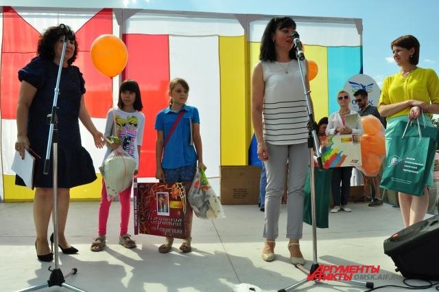 Юные омичи и их родители с нетерпением ждали результатов конкурса.