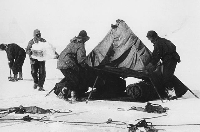 Участники английской экспедиции.