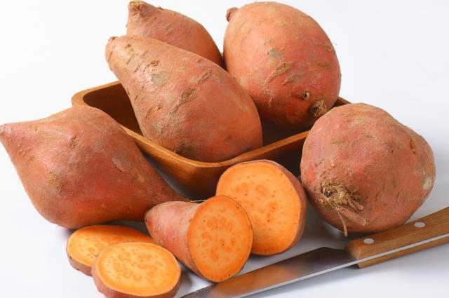 По вкусу, в зависимости от сорта, приготовленный батат отчасти напоминает сладковатый подмороженный картофель, отсюда его второе название — «сладкий картофель».