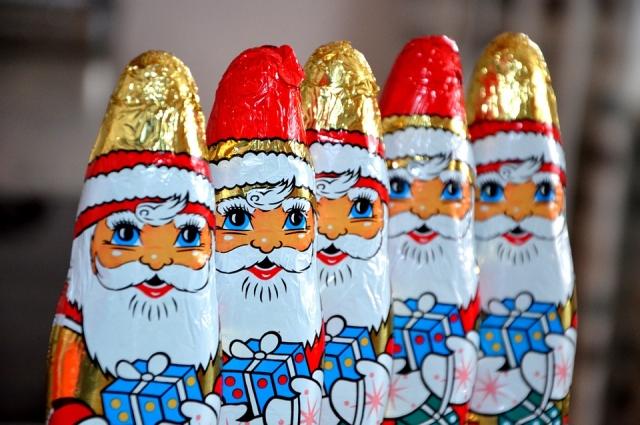 Интересно, кушает ли Дед Мороз свои шоколадные копии?