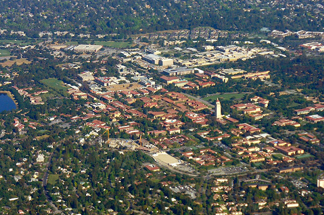 Кампус Стэнфордского университета.
