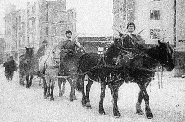 Советские солдаты в Калинине, 1941 г.