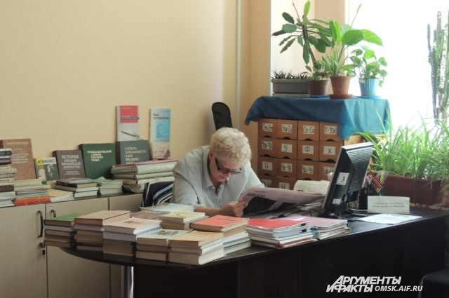 В словарях русского языка печатают рекомендуемые варианты, выбор за вами.