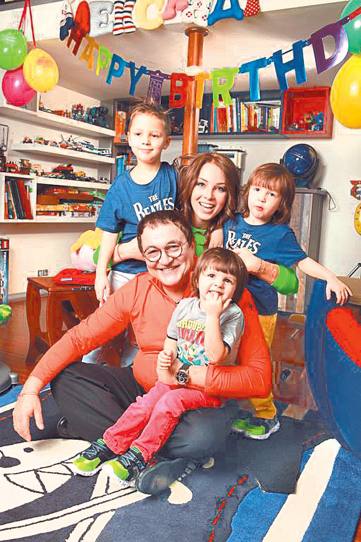 Семья Дибровых отмечает день рождения старшего сына Александра.