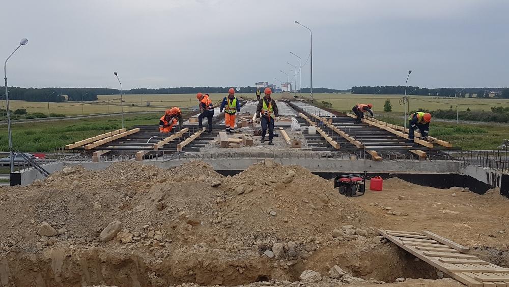 Задача строителей -сделать дороги более безопасными.