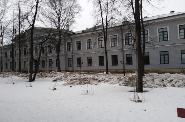 Центральные корпуса бывшего корпуса отреставрированы и переданы КФУ.