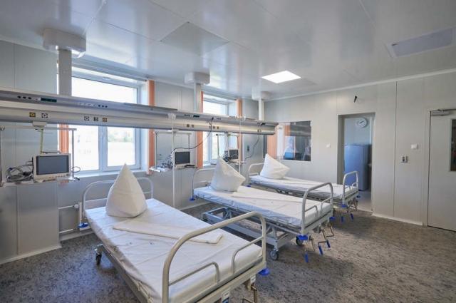 Врачи-инфекционисты, работающие с коронавирусными пациентами - теперь и сами живут в больнице.ей инфе