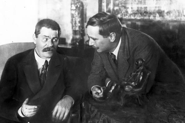 Максим Горький и Герберт Уэллс во время встречи в Москве.
