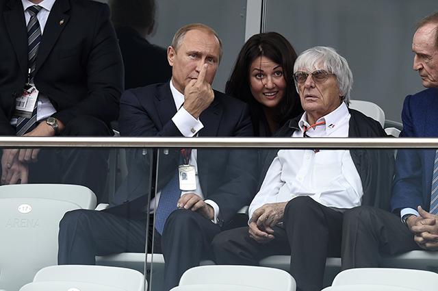 Владимир Путин и Берни Экклстоун на Гран-при в Сочи.