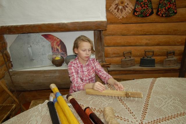 Новому году Варя сделала больше 10 инструментов и подарила их друзьям.