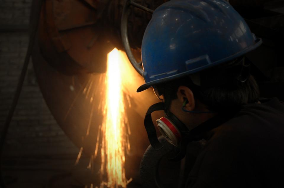 Крупные промышленные гиганты региона проводят модернизацию, что привело к сокращению производства чугуна и стали.