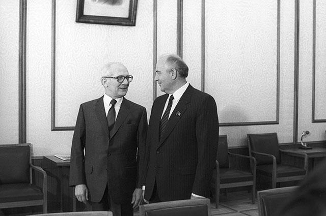 Михаил Горбачев и Эрих Хонеккер, 1986 г.