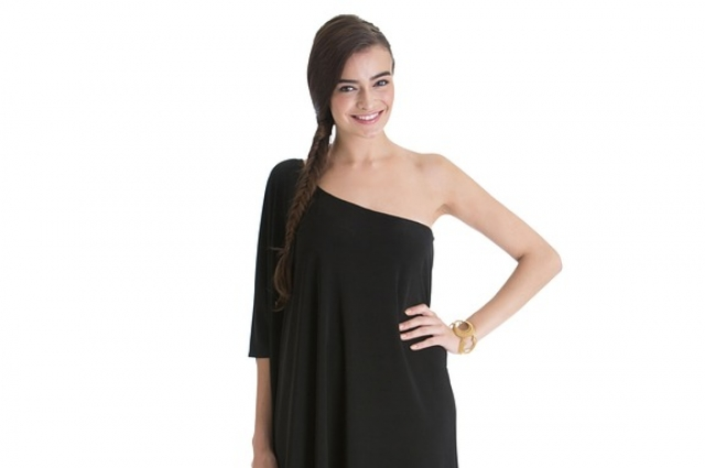 Часто платья, которые продаются в магазинах, не отличаются оригинальностью.