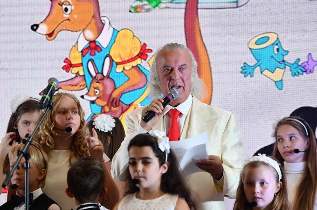 Илья Резник во время презентации своей книги «Тяпа не хочет быть клоуном» на 30-й Московской международной книжной выставке-ярмарке в Москве. 2017 год.